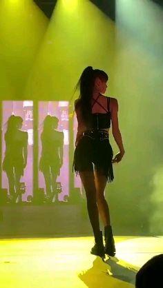 God I don't think I'm straight at all anymore LOL kameras, Lisa Swalla HD Fan camera Dance Choreography Videos, Dance Videos, Blackpink Video, Foto E Video, Blackpink Outfits, Dance Kpop, Kpop Girl Bands, Lisa Blackpink Wallpaper, Black Pink Kpop