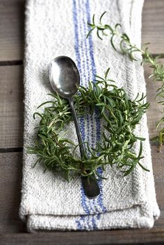 little herb wreaths for the table setting.