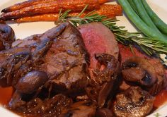 Beef Filet with Red Wine Mushroom Sauce Kosher Recipes, Meat Recipes, Paleo Recipes, Cooking Recipes, Kosher Food, Best Roast Recipe, Easy Beef Bourguignon, Red Wine Mushroom Sauce, Red Wine Reduction Sauce