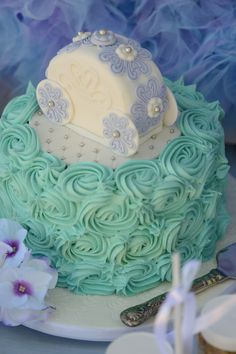 Rose piping... #blue #white #lavendar #cindarella #party #classy #fresh #no filter #meringues #birthdayinabox #thecakegenie #cupcakes #dresses #clockstrikesmidnight #glassslippers #cake #castlecake #lavendercake #towers #princecharming #horse #cindarella #icingchariot #pumpkin #biscuits #pumpkinbiscuits #chariotbiscuits #pastels  #dressup #cindarelladress #gloves #disney #highbun #personalisedinvites #buttonbiscuits #rosepiping #carrotcake #jloschutte www.jacindalouw-schutte.com