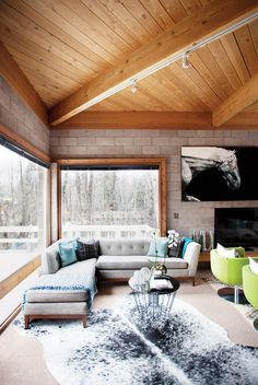 Reading nook in living room with L-shaped sofa, blue pillows, and cowhide rug Luxury Duvet Covers, Luxury Bedding Sets, Floor To Ceiling Windows, Wood Ceilings, Interior Architecture, Interior And Exterior, Interior Design, Modern Rustic Decor, Rustic Chic