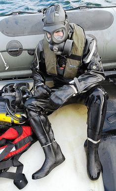 Fallout Fan Art, Hazmat Suit, Latex Wear, Gas Masks, Heavy Rubber, Body Photography, Mens Attire, Scuba Diving, Underwater