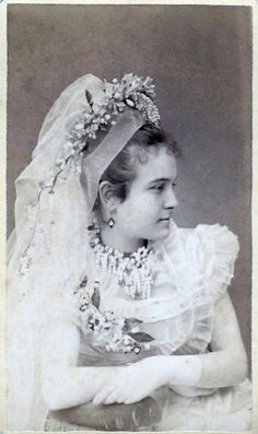 history shows us how we can have a veil and a flower crown at the same time
