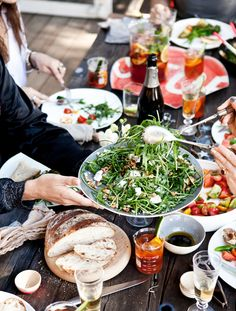 al fresco entertaining // via what katie ate Francis Mallman, What Katie Ate, Fingers Food, Outdoor Dinner Parties, Outdoor Entertaining, Good Food, Yummy Food, Yummy Lunch, Yummy Yummy