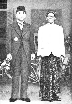 Sukarno (Indonesia first President) & His Father Vintage Photographs, Vintage Photos, Dutch East Indies, History Photos, Pilot, Historical Pictures, Founding Fathers, My People, Old Photos