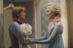 Storybrooke is getting Frozen in the season premiere of Once Upon a Time this Sunday, and we got to chat with the show's brand-new Anna and Elsa!