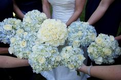 I adore this bride and bridal party bouquet combo!!!