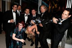This is the greatest thing I've ever seen. Bill Murray, Bill Hader, Paul Rudd, Andy Samberg, Nick Offerman, Megan Mullally, and Adam Scott lifting Amy Poehler.