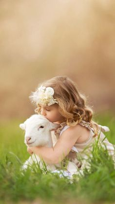 You're my newest, bestest best friend! Animals For Kids, Cute Baby Animals, Animals And Pets, Cute Little Girls, Cute Kids, Cute Babies, Precious Children, Beautiful Children, Tier Fotos