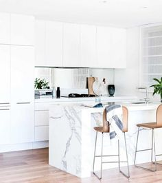 See ya, Hygge! Lagom Is the Newest Scandi Trend Were All Obsessed With via Brit + Co Kitchen Mirror Splashback, Marble Island Kitchen, Carrara Marble Kitchen, White Marble Kitchen, Kitchen Island Bench, Backsplash Marble, Marbel Kitchen, Kitchen Benchtops, Kitchen Countertops