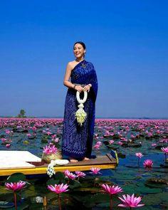 Thai Fashion, Unique Fashion, 70s Fashion, Style Fashion, Fashion Women, Thai Traditional Dress, Traditional Outfits, Japanese Minimalist Fashion, Thai Wedding Dress