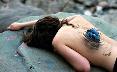 Women Tearing Themselves Apart In Unique Body Painting Photo Set - Body Art Tattoos, Girl Tattoos, Tattoos For Women, Photographie Art Corps, Girl Faces, Illusion, Pin Up, Beautiful Dark Art, Beautiful Body