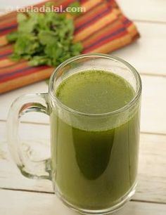 Lemon Phudina Paani, with the tanginess of lemon and peppy flavours of jeera and mint also pools in the medicinal benefits of these ingredients, helping to kill the bacteria responsible for diarrhea. Easy Drink Recipes, Juicer Recipes, Veg Recipes, Indian Food Recipes, Fruit Drinks, Healthy Drinks, Healthy Cooking, Cold Drinks, Beverages