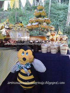 Candy bar decoración de abejas.Postres y dulces. Abeja en tela.