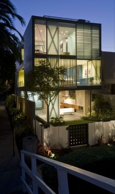 Glen Irani Architects Have Designed The Hover House, Located On The Venice  Canals Of Los