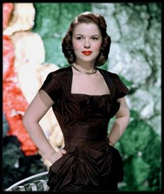Shirley Temple's publicist confirmed that former childhood star passed late Monday night. The dimpled darling reached fans worldwide in the by - Celebrities - Check out: Shirley Temple passes away at 85 on Barnorama Glamour Hollywoodien, Old Hollywood Glamour, Vintage Hollywood, Hollywood Stars, Classic Hollywood, Child Actresses, Actors & Actresses, Classic Actresses, Beautiful Actresses