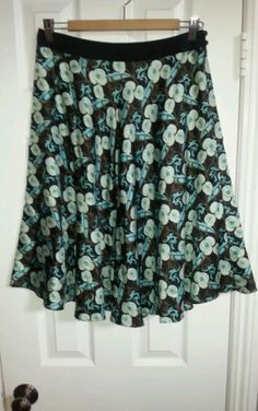 Milly of new york size 4 floral skirt 100% silk