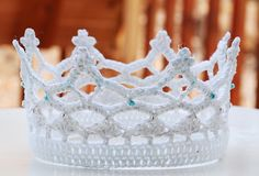 Every Princess needs a crown!  Royal Crown, free crochet pattern by Lotta Breyer, via Ravelry