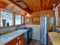 The Hobbit Houseboat 005