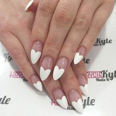 On average, the finger nails grow from 3 to millimeters per month. If it is difficult to change their growth rate, however, it is possible to cheat on their appearance and length through false nails. French Nails, Almond Nails French, Heart Tip Nails, Diy Nail Designs, Art Designs, Super Nails, Red Nails, Nails Inspiration, Pretty Nails