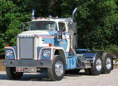Great looking Dodge Old Dodge Trucks, Big Rig Trucks, Ram Trucks, Diesel Trucks, Cool Trucks, Pickup Trucks, Dodge Auto, Dodge Pickup, Dodge Diesel