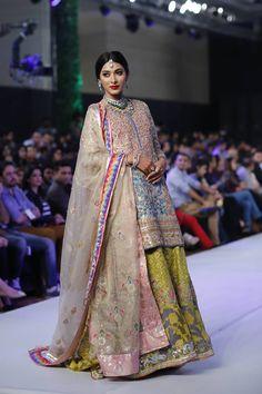 Kamiar Rokni Collection at OFDC Loreal Paris Bridal Week 2015 Pakistani Formal Dresses, Pakistani Wedding Outfits, Indian Dresses, Indian Outfits, Shadi Dresses, Pakistani Designer Suits, Indian Designer Wear, Bridal Lehenga 2017, Bollywood Dress