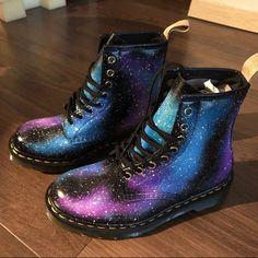 Galaxy Converse Galaxy Hi Tops Custom Converse Nebula Galaxy Converse, Galaxy Shoes, Pink Galaxy, Converse Men, Converse Style, Converse Chuck, Galaxy Galaxy, Cute Shoes, Me Too Shoes