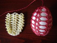 Crochet for Easter: nice and easy free pattern Crochet Christmas Ornaments, Holiday Crochet, Thread Crochet, Filet Crochet, Easter Crochet Patterns, Diy Ostern, Yarn Crafts, Easter Crafts, Crochet Projects