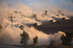 Maniobras de tanques israelíes cerca de la franja de Gaza. (Por: Ronen Zvulun - Reuters)