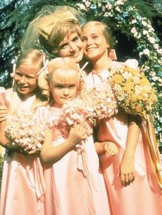 brady bunch house Eve Plumb, Florence Henderson, Susan Olsen, and Maureen McCormick in The Brady Bunch The Brady Bunch, Old Tv Shows, Movies And Tv Shows, Ann B Davis, Rock And Roll, Eve Plumb, Maureen Mccormick, Whatever Forever, Sweet Memories