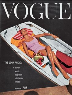 Vintage Vogue cover So chic. Mode Collage, Aesthetic Collage, Retro Aesthetic, Aesthetic Women, Aesthetic Gif, Aesthetic Backgrounds, Aesthetic Clothes, Vogue Vintage, Vintage Vogue Covers