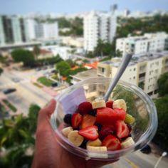 Ensalada de frutas  No dejes nunca pasar 3hrs sin comer nada eso hace que la puerca mona te aumente de peso  by yukafit