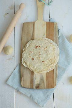 Zelf tortilla wraps maken. Ik wist niet dat dit zo makkelijk was. Een waarschuwing vooraf, je wilt nooit meer anders.