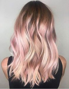 Blonde rose gold hair, blonde pink balayage, blonde hair with pink highligh Blond Rose, Rose Gold Hair Blonde, Blonde With Pink, Rose Hair, Brunette Hair, Blonde To Pink Ombre, Pink Peekaboo Hair, Dark Ombre, Girl With Pink Hair
