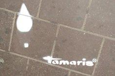 Tamaris - Unser Streetguerillas haben über Nacht hunderte Fußspuren von Damenpumps auf den Asphalt gesprüht. Mit Schablonen wurden Logos angebracht...