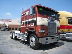Download full size Freightliner Trucks wallpaper / 1280x960