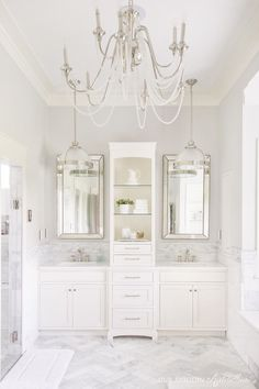 Bright White Home of Our Modern Antebellum Another fabulous home that you MUST SEE as part of my Bright White Home Series. Come visit the home of Our Modern Antebellum! Chic Bathrooms, Dream Bathrooms, Beautiful Bathrooms, Luxury Bathrooms, Bad Inspiration, Bathroom Inspiration, Interior Inspiration, Bathroom Flooring, Bathroom Marble