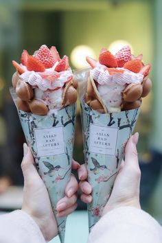 Cute Desserts, Delicious Desserts, Yummy Food, Food Business Ideas, Bubble Waffle, Kawaii Dessert, Milk Shakes, Weird Food, Japanese Sweets