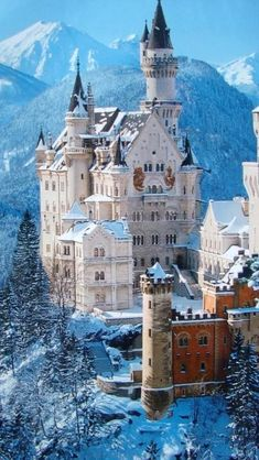 Neuschwanstein Castle, Germany - This was the inspiration for the castle in Beauty and the Beast Germany Castles Få mere information på vores websted https://storelatina.com/germany/travelling #travelinggermany #viagemalemanha #Alemanhatravel #Alemanha