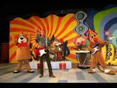 "THE BANANA SPLITS (1968-1970, NBC, USA; theme song by Nelson B. Winkless, Jr., et. al) ""Tra-la-la, la-la-la-lahhh...tra-la-la, la-la-la-la."" Yes, kids, you can make a tune out of that. After the Monkees copied off the Beatles running around chaotically to tunes, someone thought up the idea of people in psychedelic animal costumes doing this. I don't know if this is really a good theme, but it's kind of infectious. A good song to eat bananas to. (KevinR@Ky)"