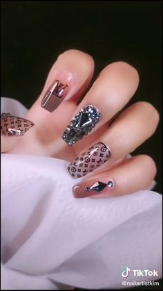 Gel Nail Art Designs, Nail Art Designs Videos, Nail Art Videos, Simple Nail Art Designs, Beautiful Nail Designs, Gold Gel Nails, Bling Acrylic Nails, Gem Nails, Rhinestone Nails