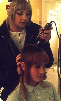 Red byrd gets a cut Skinhead Reggae, Skinhead Girl, Skinhead Fashion, Girl Haircuts, Hairstyles With Bangs, Chelsea Cut, Chelsea Girls, Short Hair Cuts, Short Hair Styles
