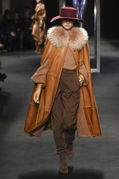 The complete Alberta Ferretti Fall 2018 Ready-to-Wear fashion show now on Vogue Runway. Fashion Trends 2018, Fashion 2018, Fashion Week, Vogue, Fur Fashion, Winter Fashion, Milan Fashion, Alberta Ferretti, Fashion Show Collection