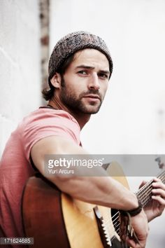 Foto de stock : South Africa, Cape Town, Portrait of musician playing guitar outdoors