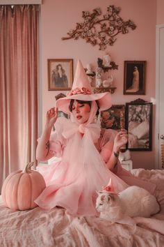 Kawaii Halloween, Pink Halloween, Halloween Fashion, Vintage Halloween, Halloween Costumes, Hat Tutorial, The Worst Witch, Witch Outfit, Cosplay Dress