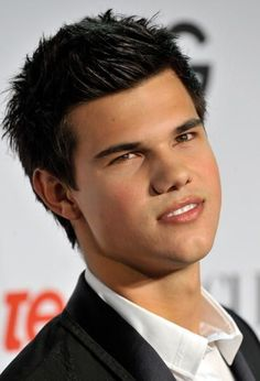 Taylor lautner at the red carpet Mens Hairstyles 2014, Latest Hairstyles, Celebrity Hairstyles, Girl Hairstyles, Black Hairstyles, Taylor Lautner, Jason Bourne, Hair Styles 2014, Hot Hair Styles