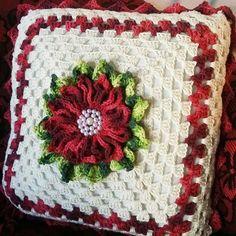 Mason Jar Crafts – How To Chalk Paint Your Mason Jars - Mimicrop Crochet Home, Love Crochet, Crochet Gifts, Beautiful Crochet, Crochet Flowers, Crochet Cushion Cover, Crochet Cushions, Crochet Pillow, Crochet Squares