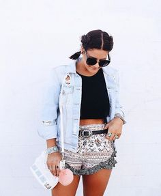 printed ruffled shorts obsessed  + all these accessories (belt + fur keychain + sunnies + bag) AVAILABLE NOW !!! #LIVELIFEINLUX (shop link in bio ✨✨✨)
