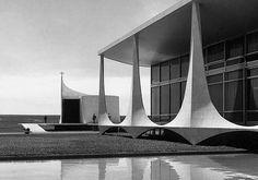 marcel-gautherots-palacio-da-alvorada-e-capela-brasilia-1962.