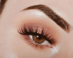 """Beauty is in the eye of the beholder"". Aesthetic design is a experience.club Dunkelblau orange Schatten: Tropischer Lidschatten und perfekter Make-up-Look für den Sommer. Makeup Eye Looks, Makeup For Green Eyes, Skin Makeup, Eyeshadow Makeup, Maybelline Eyeshadow, Eyeshadow Palette, Makeup Brushes, Soft Eye Makeup, Orange Eyeshadow"